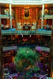 Библиотека и предсердие на круизе затмения знаменитости стоковое изображение