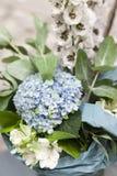 Букет цветков голубые цветки Букет с концом-вверх гортензии Цветы стоковые фото