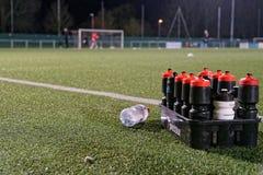 Бутылки с водой на тангаже стоковые фотографии rf