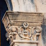 Богато украшенный штендер в Дубровнике стоковые изображения rf
