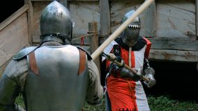 Бой 2 средневековый рыцарей сток-видео