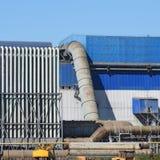 Большой завод для обрабатывать металлолом стоковые изображения
