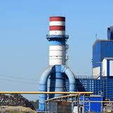 Большой завод для обрабатывать металлолом стоковые фотографии rf