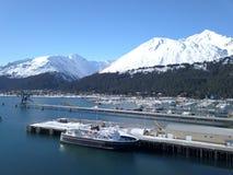 Большой корабль связанный вверх на порте Аляски стоковое фото rf