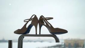 Ботинки моды стиля женщины бежевые видеоматериал