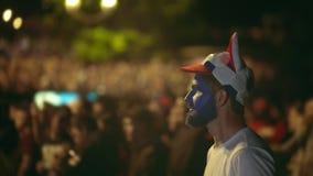 Вентилятор крупного плана русский потерял держать пари спорт очень сердитый с командой игры толпы предпосылки акции видеоматериалы