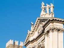 верхняя часть Duomo Nuovo в городе Bescia стоковая фотография