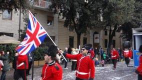 ВЕРОНА, ИТАЛИЯ МАРТ 2019: колесницы и маски проходят парадом во время масленицы города Вероны в марте 2019 Парад через центр горо видеоматериал