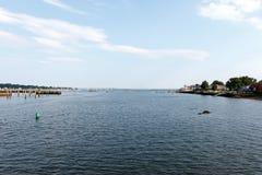 Взгляд гавани с водой и небом стоковое фото rf
