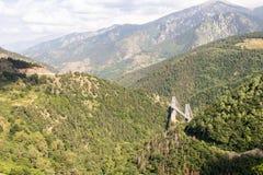 Взгляд гор моста и Pyrénées-Orientales Gisclard стоковое изображение rf