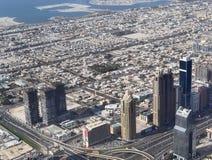 Взгляд крыши на Дубай от 154th пола Burj Khalifa стоковое изображение rf
