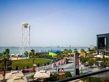 Взгляд пляжа резиденции пляжа JBR Jumeirah и острова Bluewaters, новых ориентиров достопримечательности в Дубай стоковое фото