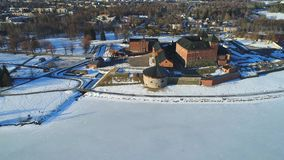 Взгляд древней крепости города Hameenlinna, видео дня в марте воздушного Финляндия акции видеоматериалы