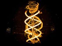 Взгляд снизу электрической лампочки стоковые изображения rf