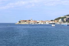 Взгляд старого Budva от моря Черногория стоковые фотографии rf