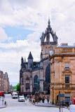 Взгляд улицы на соборе St Giles в Эдинбурге стоковые фотографии rf