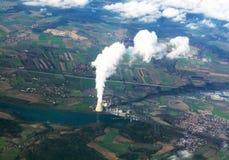 Взгляд Aereal атомной электростанции около Праги, чехии стоковые фото