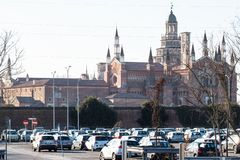 Взгляд di Павии Certosa от парковки станции стоковое изображение