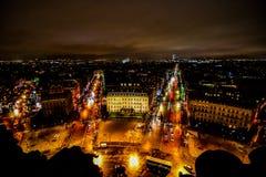 взгляд от Триумфальной Арки на ноче, изображении фото красивый панорамный взгляд города столичного жителя Парижа стоковое фото rf