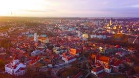 ВИЛЬНЮС, ЛИТВА - вид с воздуха города Вильнюса старого видеоматериал