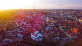 ВИЛЬНЮС, ЛИТВА - вид с воздуха города Вильнюса старого сток-видео