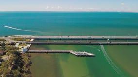 Вид с воздуха мостов Houghton, соединяя полуостров Redcliffe видеоматериал
