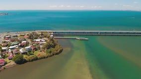 Вид с воздуха мостов Houghton, соединяя полуостров Redcliffe сток-видео