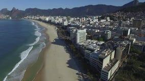 Вид с воздуха на известном городе назначения перемещения Южной Америки пляжей Бразилии Рио-де-Жанейро, Ipanema и Leblon видеоматериал