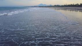 Вид с воздуха тропических острова и океана пляжа сток-видео