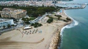 Вид с воздуха Cambrils, Таррагоны, пляжа Dorada Косты, Каталонии Назначение перемещения в Испании стоковая фотография rf
