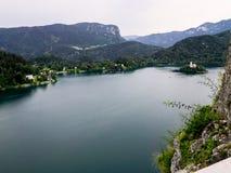 Вид с воздуха озера кровоточенный с церковью Mary на острове Bled стоковое изображение