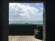 Виды на океан от тряхнутого павильона стоковые изображения