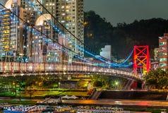 Висячий мост Bitan в районе Xindian нового города Тайбэя, Тайваня стоковые изображения