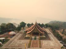Висок Sirinthorn Wararam Phupao или популярно названный накаляя висок, расположенный на провинции Ubon Ratchathani, Таиланд стоковые фотографии rf