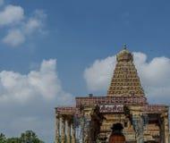 Висок Thanjavur большой на предпосылке голубого неба стоковая фотография rf