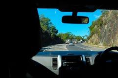 Внутрь автомобиль с взглядом водителя показывая отключение длинного пути стоковые фотографии rf