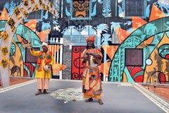 Встречайте сельские ремесленники за Kolkata's поражая Durga Puja Pandals стоковая фотография rf