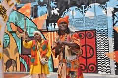 Встречайте сельские ремесленники за Kolkata's поражая Durga Puja Pandals стоковые фото
