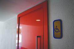 Вход к туалету для неработающего badged стоковое изображение
