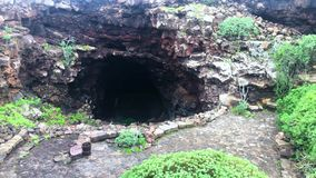 Вход к Cueva de los Verdes, Лансароте, Канарским островам, Испании, видео отснятого видеоматериала 4k сток-видео