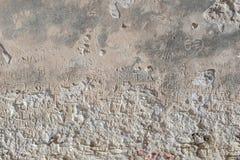 Выгравированные сочинительства на каменной стене туристами для того чтобы показать их проход-сообщение, имя стоковое изображение