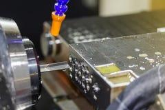 Высокая точность и особенные длинные сверло или глубокая яма делают процесс сверла оружия звонка для промышленных работ стоковое изображение rf
