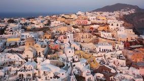 Воздушная панорама городка Oia на заходе солнца, Santorini видеоматериал