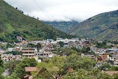 воздушный взгляд эквадора banos стоковые изображения rf