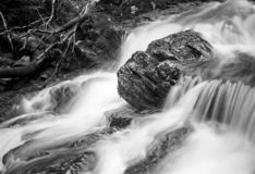 Водопад - снял с сетноым-аналогов фильмом стоковые фото
