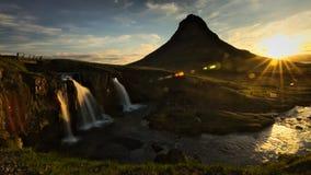 Водопад Kirkjufellsfoss во время восхода солнца стоковые изображения