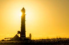 Восход солнца за маяком стоковая фотография rf