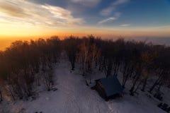Восход солнца над лачугой стоковое фото rf
