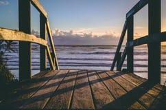 Восход солнца на пляже 1 стоковые фото