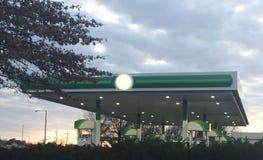 Газ и дизельная заправляя топливом станция стоковая фотография rf